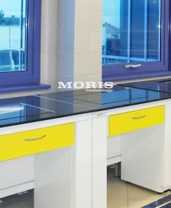 Anti-vibration tables for scales